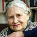 """""""Έφυγε"""" για το αιώνιο ταξίδι η Ντόρις Λέσινγκ –  Νόμπελ Λογοτεχνίας το 2007"""