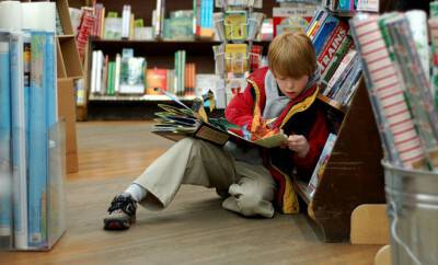 800px-Child_reading_at_Brookline_Booksmith_660x400_scaled_cropp