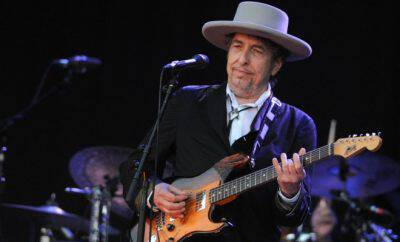 149080611-legend-bob-dylan-performs-on-stage-during-the-21st-jpg-crop-promo-xlarge2