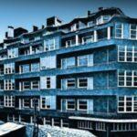 80 χρόνια Μπλε Πολυκατοικία, της Ζέφης Κόλια